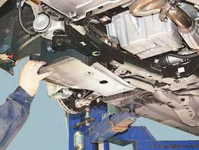 Снятие и установка брызговиков и защиты картера двигателя Опель Астра Н