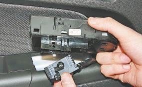 Замена блока управления электростеклоподъемниками и наружными зеркалами Опель Астра Н