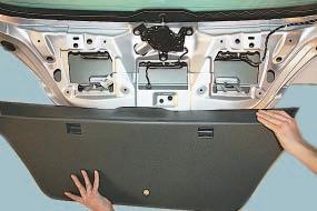 Замена моторедуктора стеклоочистителя окна двери задка Опель Астра Н