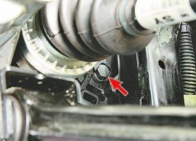 Проверка уровня, доливка и замена масла в механической коробке передач и рабочей жидкости в автоматической коробке передач Опель Астра Н