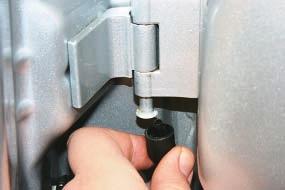 Снятие и установка передней двери Опель Астра Н