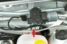 Снятие и установка трапеции стеклоочистителя ветрового окна в сборе с моторедуктором Опель Астра Н