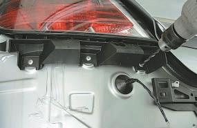 Снятие и установка заднего бампера Опель Астра Н