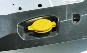 Проверка уровня и доливка жидкости в бачок омывателя Опель Астра Н