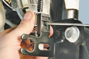 Снятие и установка амортизаторной стойки передней подвески Опель Астра Н
