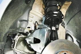Снятие и установка поворотного кулака передней подвески Опель Астра Н