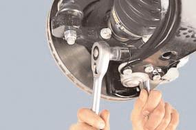 Замена шаровой опоры амортизаторной стойки передней подвески Опель Астра Н