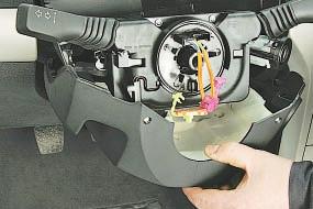 Снятие и установка кожухов рулевой колонки Опель Астра Н