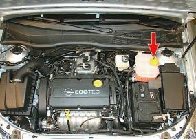Проверка уровня и доливка охлаждающей жидкости Опель Астра Н