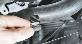 Снятие и установка электровентилятора радиатора системы охлаждения двигателя в сборе с кожухом Опель Астра Н