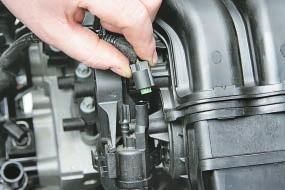 Проверка и замена пневмокамеры и электромагнитного клапана привода заслонки впускной трубы Опель Астра Н