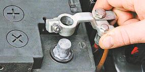 Замена дополнительного сопротивления электровентилятора воздухонагнетателя Опель Астра Н