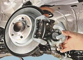 Замена тормозных колодок тормозного механизма заднего колеса Опель Астра Н