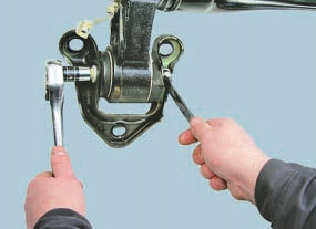Снятие и установка балки задней подвески Опель Астра Н